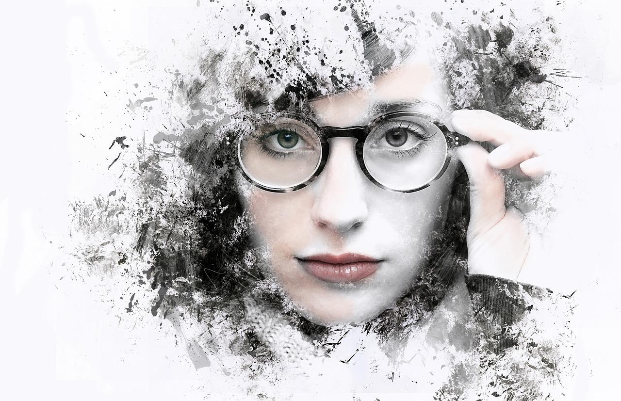 メガネをした女性